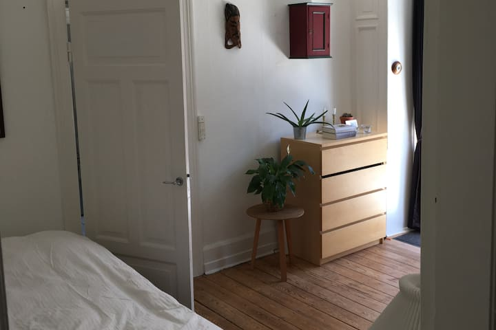 Bright room with big balcony in central Vesterbro