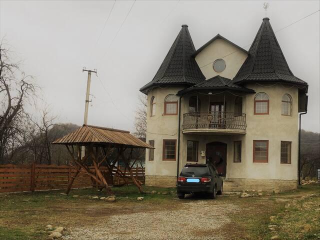 Уютный и большой дом  на 12 человек