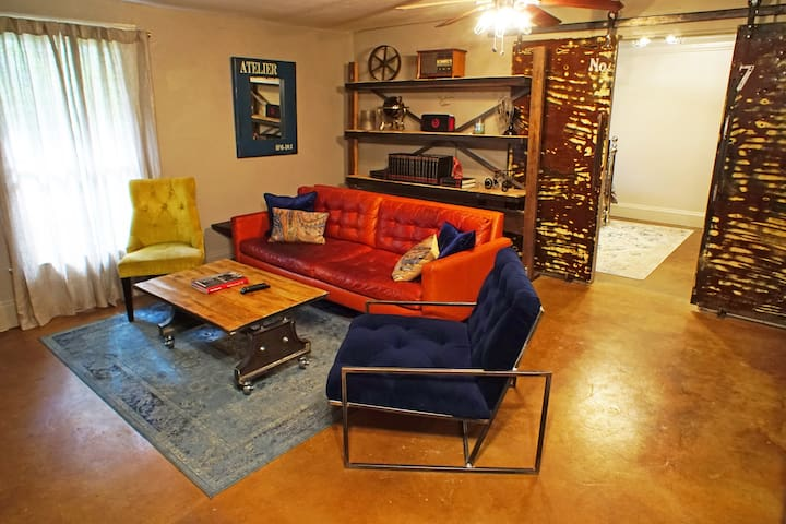 INDUSTRIAL CHIC GUEST HOUSE