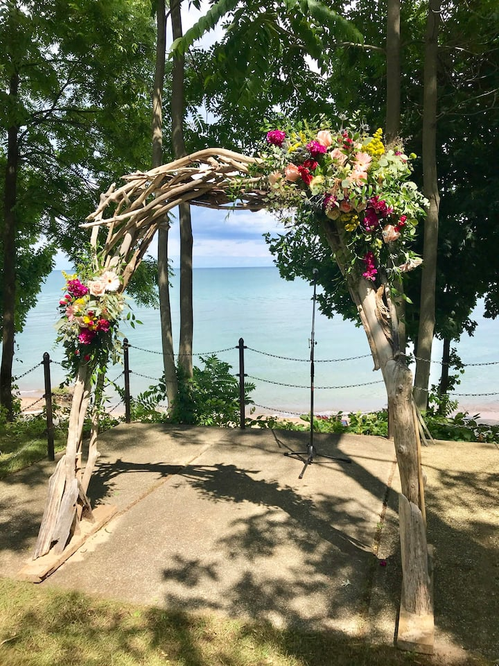 Willow Cottage/ Private Sandy Beach on Lake Huron