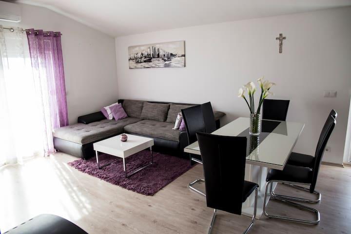 Apartment Josip - Kaštel Novi
