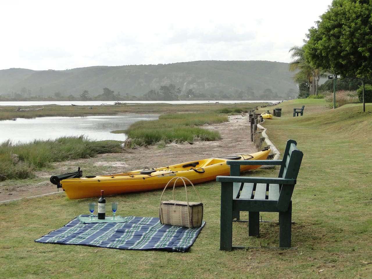 The river front at the Lagoon-side Getaway is the place for a picnic! You can use our Hobie kayak!
