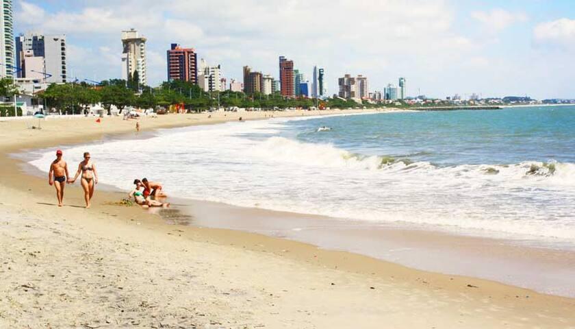 Quarto Suíte - Cadeira de Praia - B. Carrero 13 KM