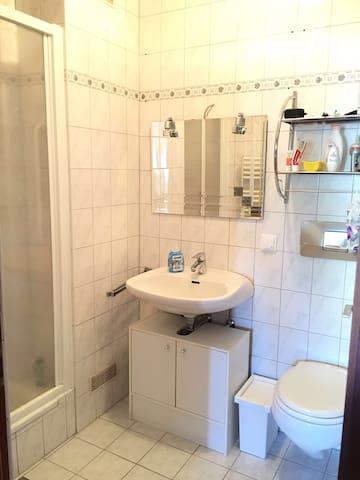 1 Schlafzimmer + Duschbad
