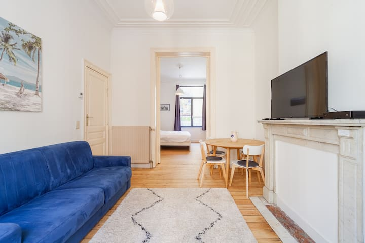 Self check in  2 room appartement  saint Gilles