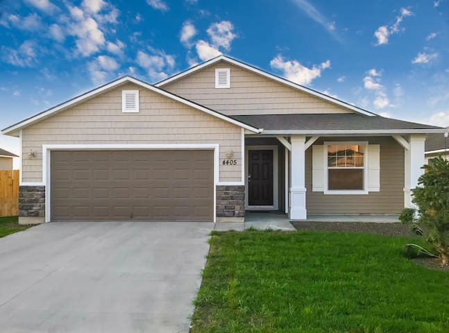 New house minutes to Boise and Meridian*****
