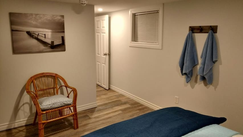 Place by the Lake - Goderich - Flat