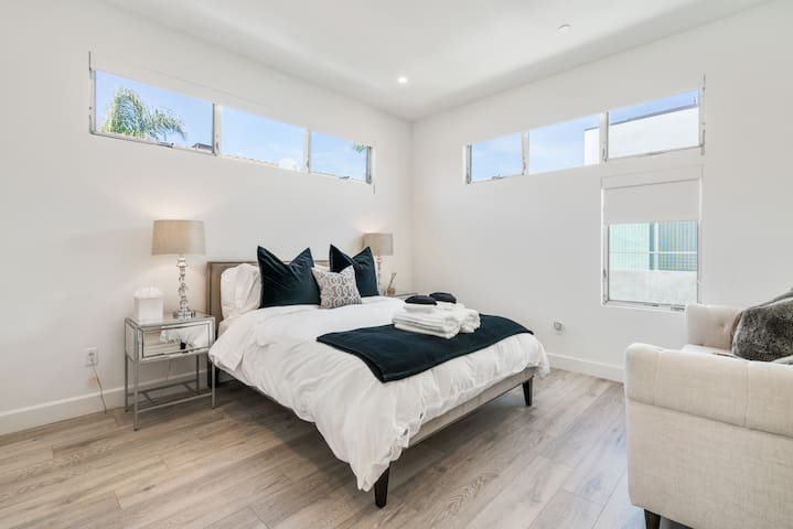 Level 3 - second master with queen bed.