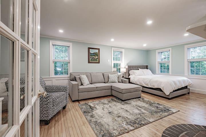 Additional TV room/bedroom.