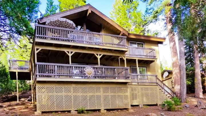 Lake Almanor Vacation Rental  A/C, WiFi, Boat Slip