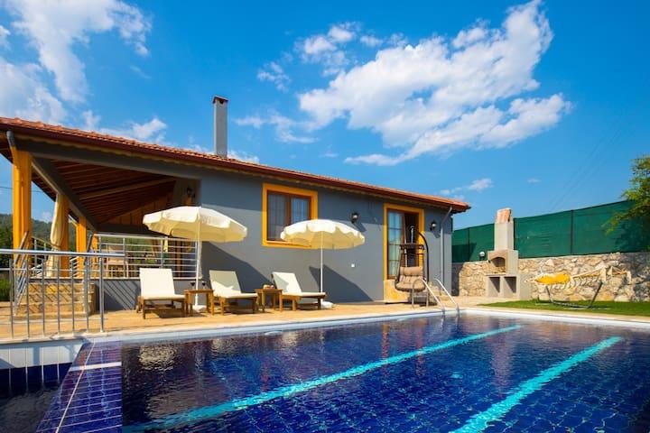 Kayaköy'de Muhafazakar Yapıda Özel Havuzlu Villa