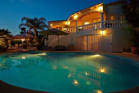 CASA ZOMER *LUXURY*5 BEDS*PRIVATE POOL*GOLF*BEACH - Teulada