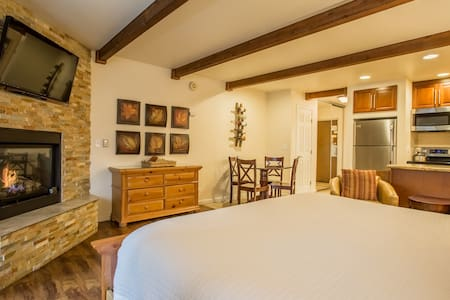 Honeymoon Studio in Lakeland Village- Walk to Lake - South Lake Tahoe
