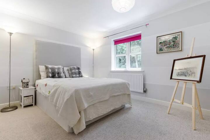 Double, with private bathroom Harry Potter Studios - Watford - Huis