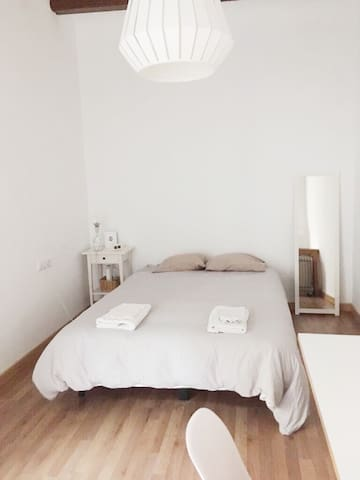 Cute room in raval - Barcelone - Appartement