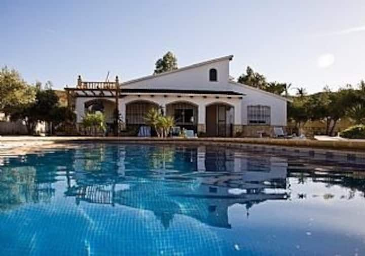 Stunning Villa in own Grounds pool