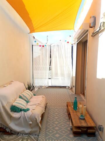 Logement 20 mns des plages avec patio et terrasse