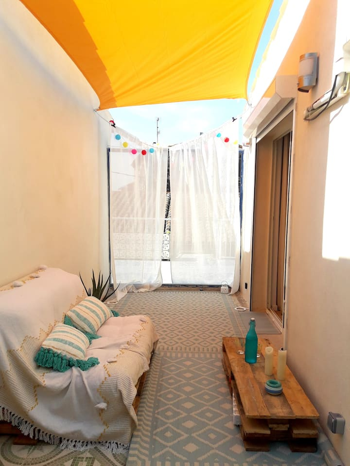 Flat 20min from the beach with patio and terrace