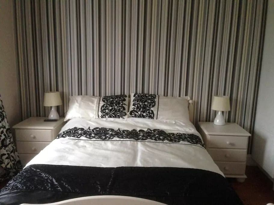 Castleview b b room 01 bed breakfasts zur miete in for Garden rooms limerick