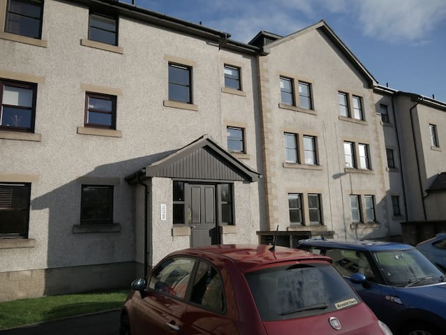 Comfortable and Modern Flat- near Edinburgh