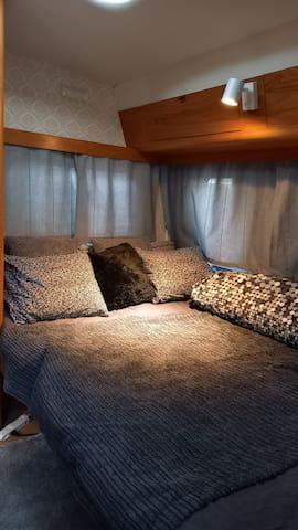 Eriba 1973  Mittleres Bett 1,5x2.1 Meter