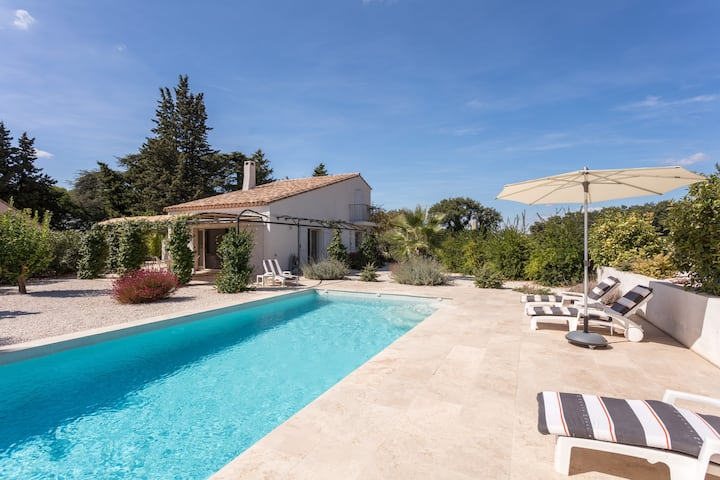 Confortable Villa contemporaine avec piscine.
