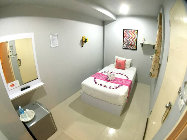♫ A Room for solo traveler ❤good location patong ♫