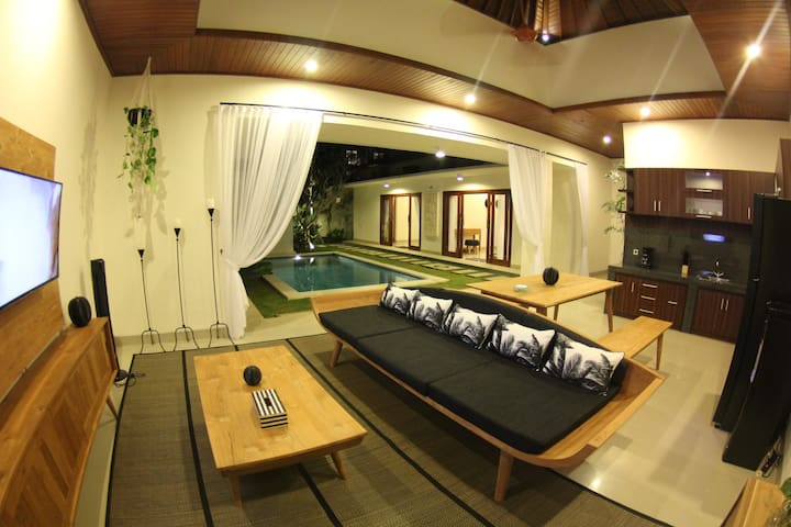 Stylish 2BR Villa next to Seminyak Beach - Venyia