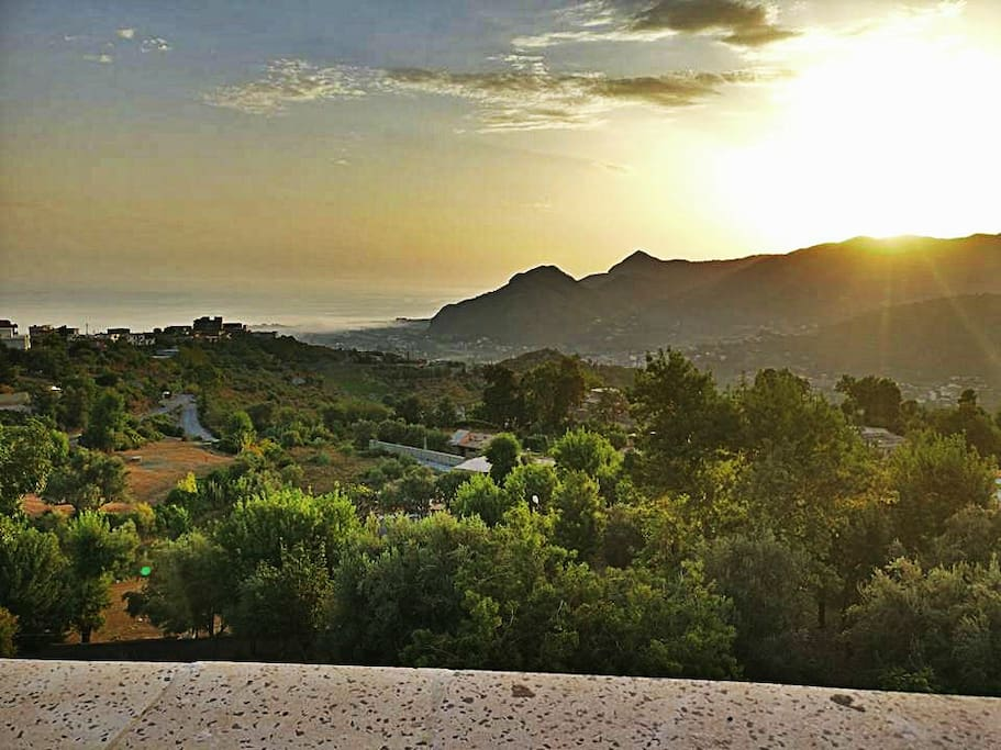 Vue panoramique lors du lever du soleil
