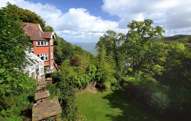 Lynhurst - SPECTACULAR SEAVIEWS, EXMOOR 22 Guests - Lynton