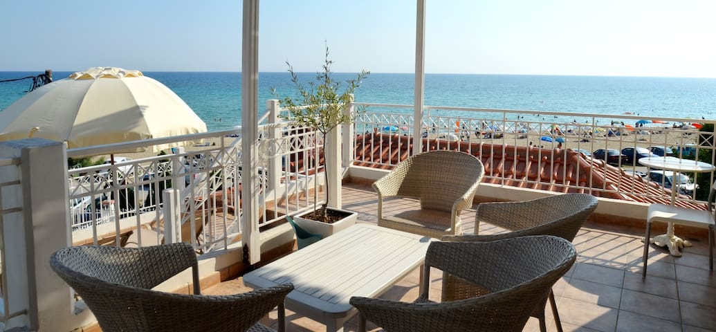 GEOMARE Seafront Vacation Home No 6 First Floor - GR - Appartement