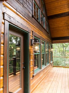 Crosslake Treetop Village, Bears Den
