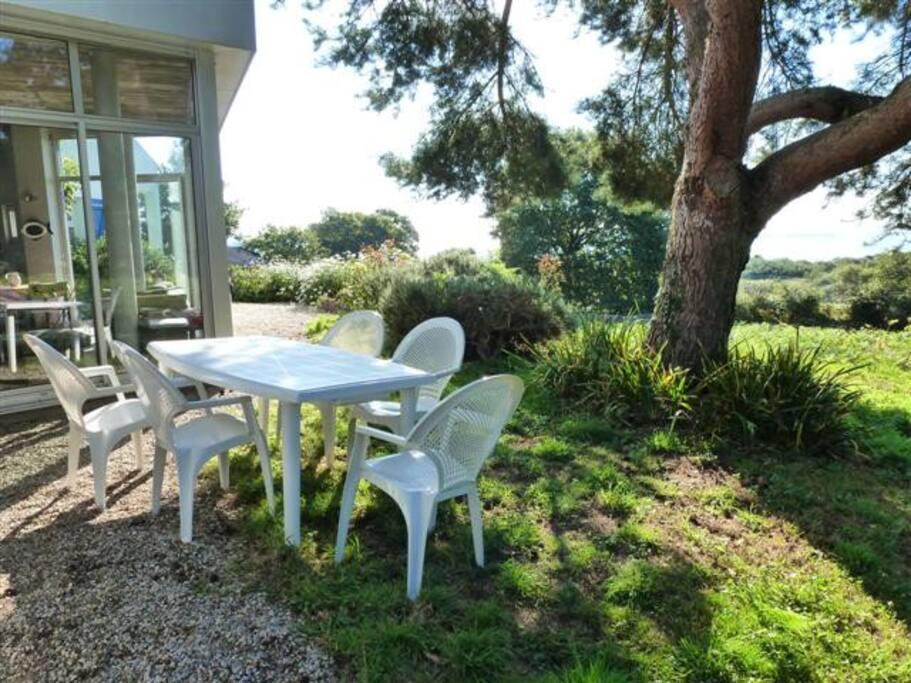 Le salon de jardin, face au Golfe du Morbihan