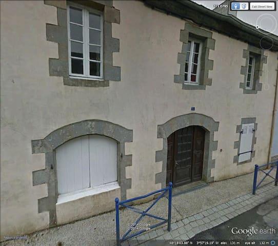 Former Hotel in lovely village - Le Cloître-Pleyben - Дом