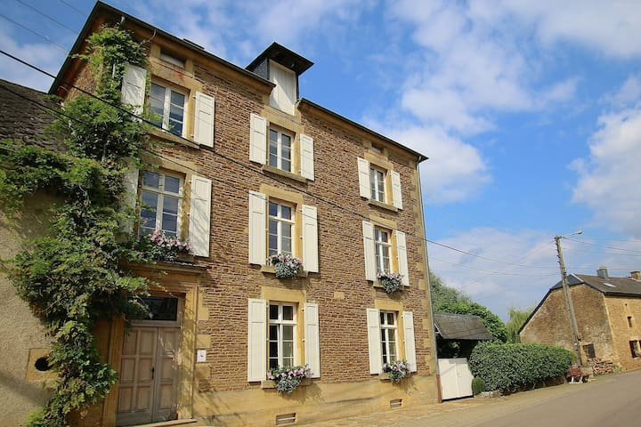 Great house with all comforts in the Gaume region