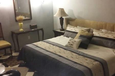 Comoda Habitacion con baño propio!! - Guadalajara - Casa