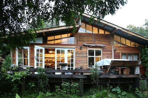 Boutique Vintage Forest Cabin,panoramic loft views