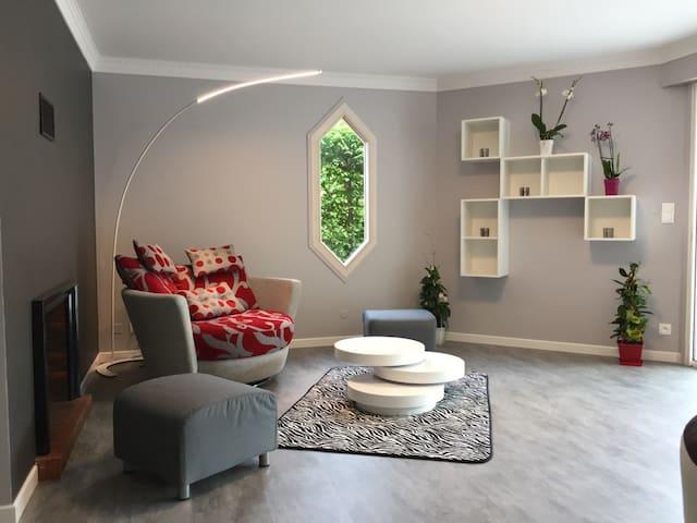 Maison 170 m2 avec Piscine Chauffée et Couverte - Montaigut-le-Blanc - Rumah