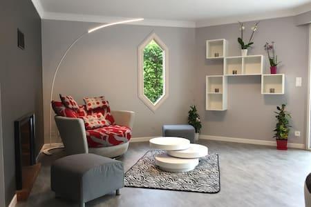 Maison 170 m2 avec Piscine Chauffée et Couverte - Montaigut-le-Blanc - 獨棟