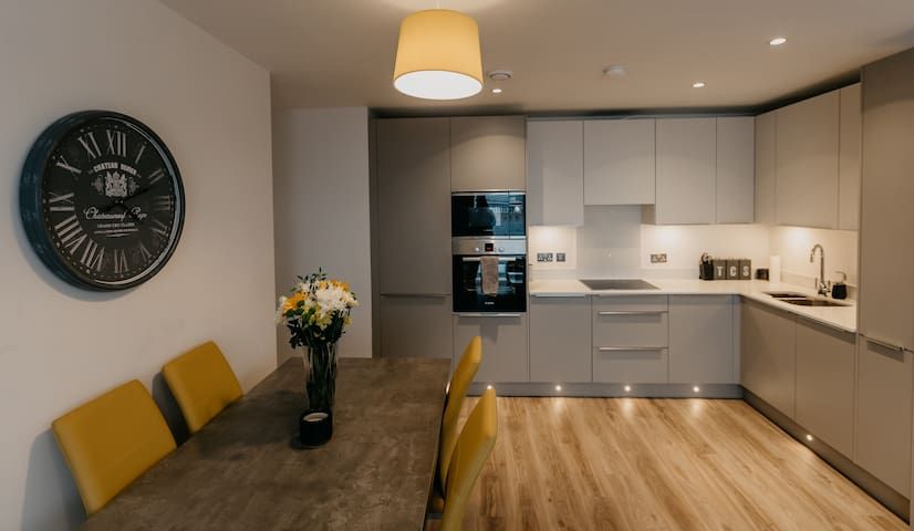 Holiday Rentals NI-Luxury City Centre 5* Apartment