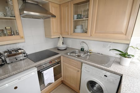 Centrally located 1 bedroom flat - London