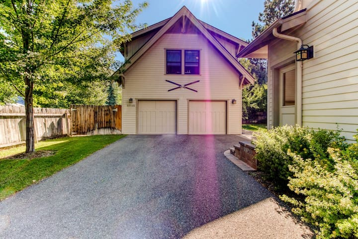 Modern guesthouse in the heart of the Wood River Valley-walk to downtown Hailey!