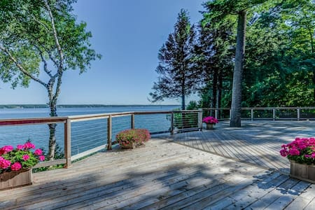 Beautiful All Season Luxury Cottage on Lake Simcoe - Zomerhuis/Cottage