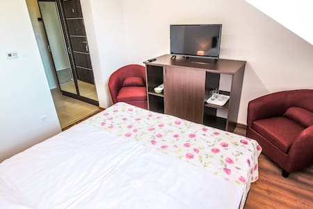 White Apartman Mini 2 for 2 (wifi, free parking)