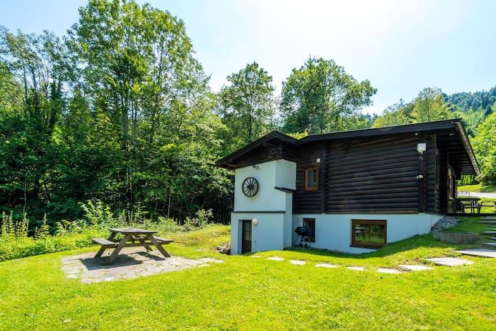 Chalet pittoresco a Wörgl con giardino privato