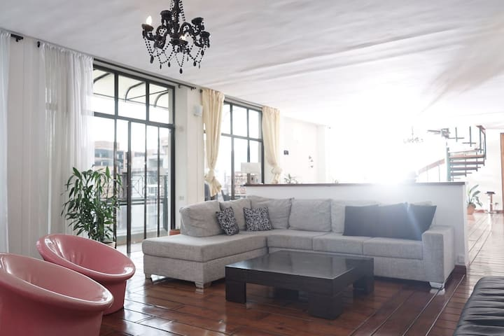 Luxury Penthouse by Parque Lleras - Master Bedroom