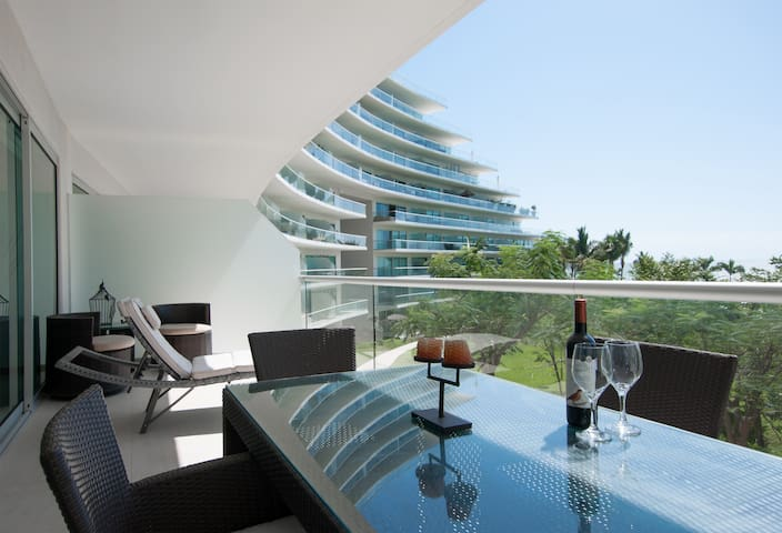 Gorgeous Oceanfront Living - Nuevo Vallarta - Apartment