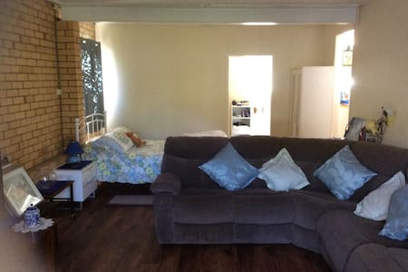 Fully contained comfortable flat - Aspley - Lakás
