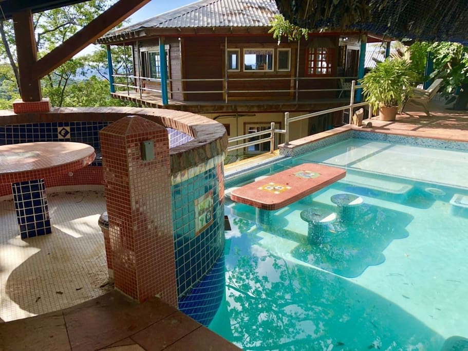 Pool with stunning view over the North Shore of Roatan, surrounded by lush Caribbean vegetation. The jets can be activated at the touch of a button, for additional fun and relax.