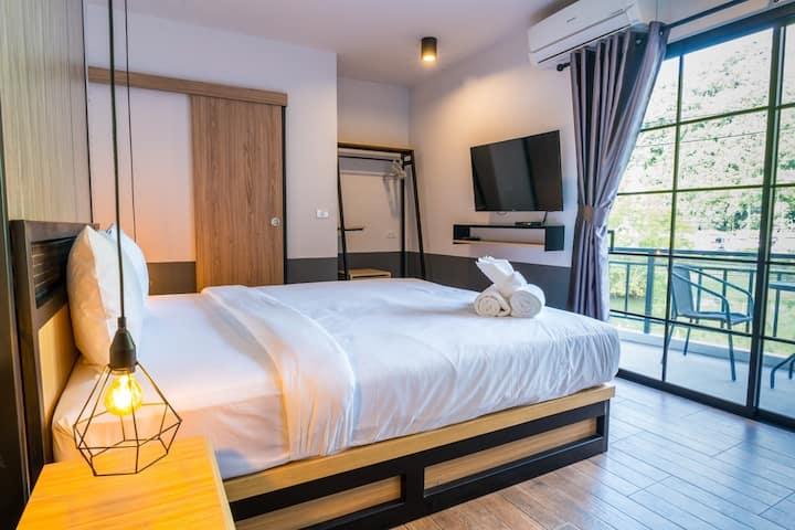 PP GRAND KAMALA HOTEL STANDARD ROOM KING SIZE BED